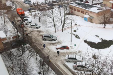 Управляющая компания МУП «РСП» наконец-то начала уборку снега у Ленина 45 с применением техники и вывозом снега!